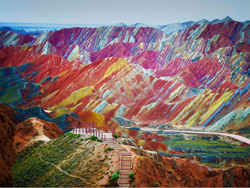 Yuk Intip Keindahan Pegunungan Pelangi di China!