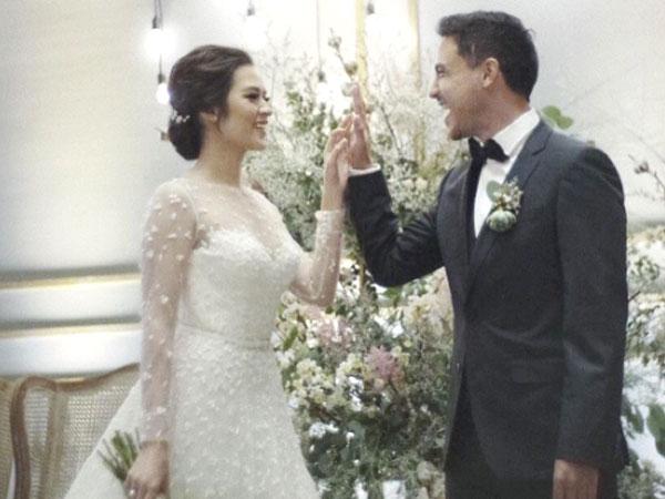 Resmi Menikah, Hamish Daud Cium Mesra Raisa di Resepsi Kedua