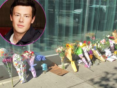 Fans Beri Karangan Bunga di Hotel Tempat Cory Monteith Meninggal