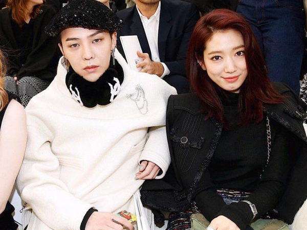 G-Dragon dan Park Shin Hye Duduk Bersebelahan di Runway Chanel Paris Fashion Week