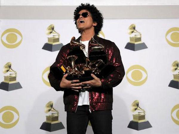 Wow, Bruno Mars Siap Berikan 24 Ribu Makanan untuk Amal Thanksgiving!