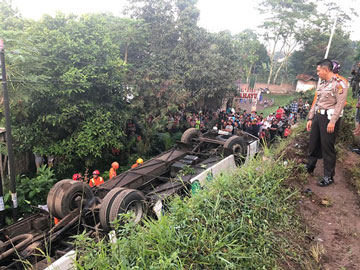 Ini Detik-detik Kronologi Jatuhnya Bus Kramat Djati di Flyover Cikopo