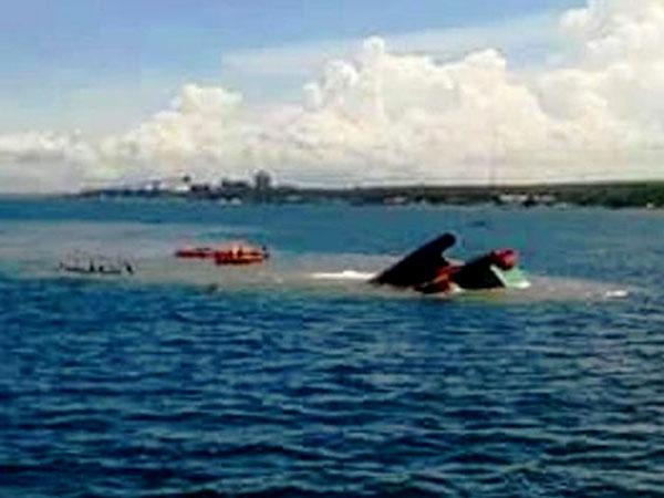 Kapal Tenggelam di Selat Bali, Puluhan Penumpang Berhasil Dievakuasi