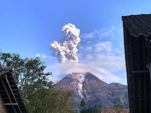 Sudah Meletus, Status Gunung Merapi Masih Ditetapkan Waspada