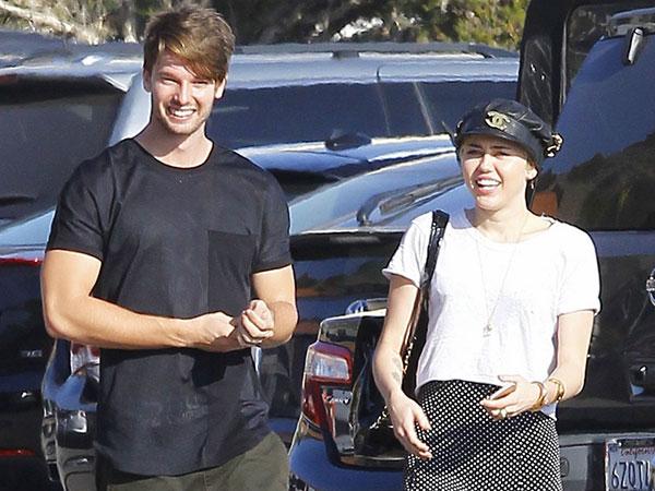 Benarkah Miley Cyrus dan Patrick Schwarzenegger Kawin Lari?