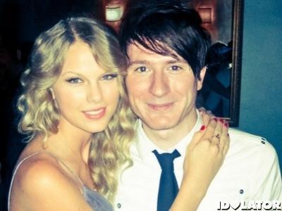 Adam Owl City Masih Ingin Berkolaborasi Dengan Taylor Swift
