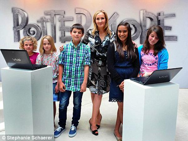 Jelang Natal, J.K. Rowling Akan Bagikan 12 Cerita Baru 'Harry Potter'!