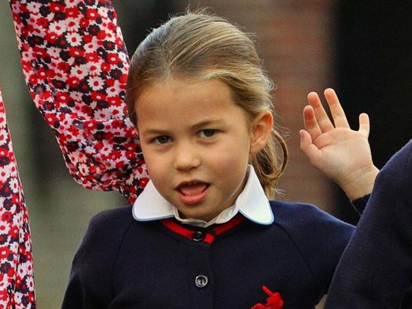 Gemasnya Putri Charlotte di Hari Pertama Bersekolah, Diantar Kate Middleton dan Pangeran William