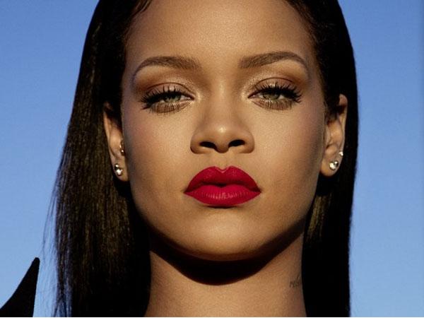 So Sweet! Pesan Manis Penuh Haru di Hari Ulang Tahun Rihanna untuk Sang Bunda