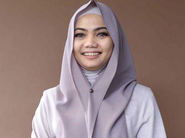 Respon Rina Nose Saat Netizen Hujat Dirinya yang Lepas Hijab