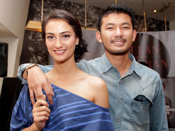 Tak Rayakan Bersama, Foto Anniversary Pernikahan Rio Dewanto-Atiqah Hasiholan Bikin Heboh