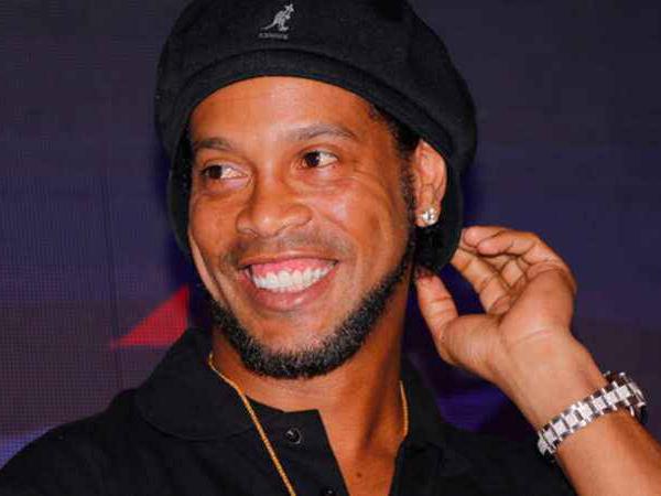 Kisah Ronaldinho Hidup Harmonis Serumah dengan Dua Pacar