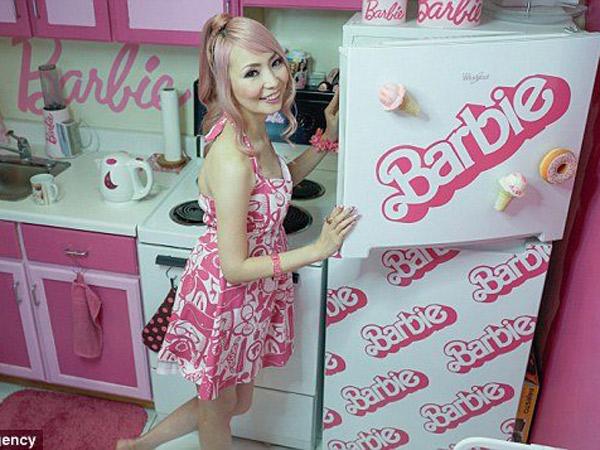'Ngefans' Fanatik, Wanita Ini Rela Habiskkan Dana Fantastik Demi 'Sulap' Rumahnya Bertema Barbie