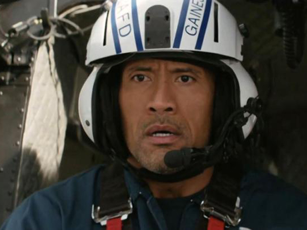Dwayne Johnson Panik Akan Kehancuran Bumi dalam Trailer 'San Andreas'