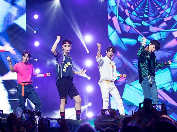 Heboh Penampakan Sosok yang Diduga Jonghyun di Konser SHINee
