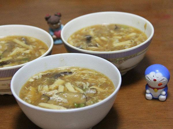 Telah Populer dan Turun-menurun, Begini Sejarah Penyajian Sup Sirip Hiu di Perayaan Imlek