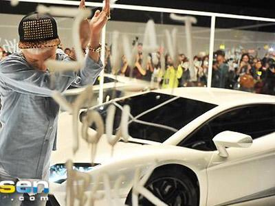 Syuting MV 'Who You', G-Dragon Pamer Lamborghini Mewah Miliknya!