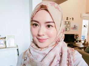 Intip Fashion Tunik Style Ala Ayana Moon, Hijabers Asal Korea Selatan