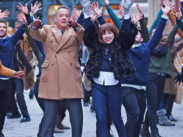 Carly Rae Jepsen Ceritakan Keseruan Syuting Video Musik Bareng Tom Hanks