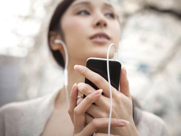 Terungkap, Ini Alasan Orang Lebih Suka Mendengarkan Lagu Mellow Saat Bad Mood
