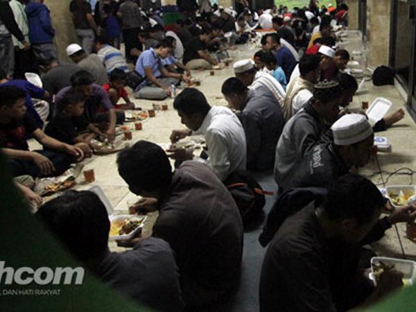 Masjid Istiqlal Persilakan Non Muslim Ikut Berbuka Puasa Bersama