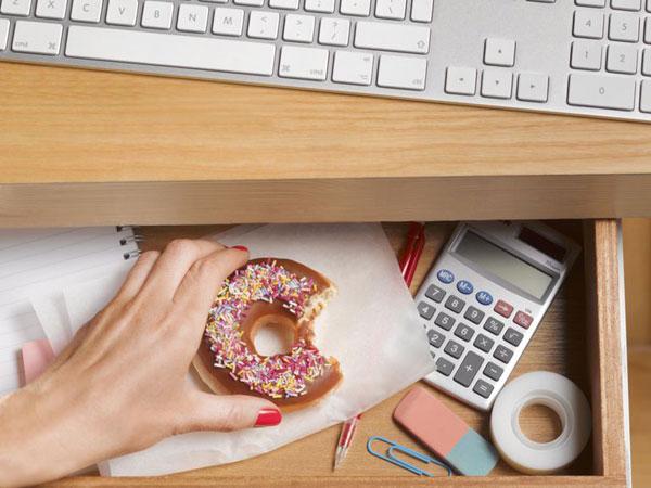 Fakta Kesehatan di Balik Kebiasaan Doyan Ngemil