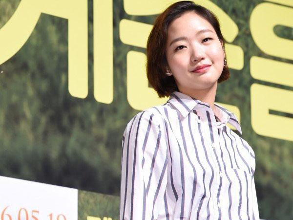 Kim Go Eun Ungkap Dirinya Pernah Ingin Lakukan Operasi Kelopak Mata?