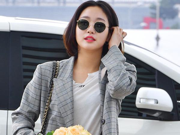 Tampak Simple, Airport Fashion Kim Go Eun Ini Ternyata Bernilai Puluhan Juta!