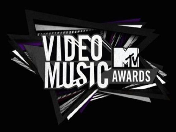 Ini Dia Penampilan 8 Pasangan Hot di Red Carpet 'MTV Video Music Award' Sepanjang Sejarah