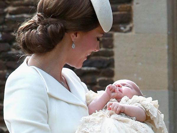 Keluarga Pangeran William Tampil Lengkap Pertama Kalinya di Acara Pembaptisan Putri Charlotte