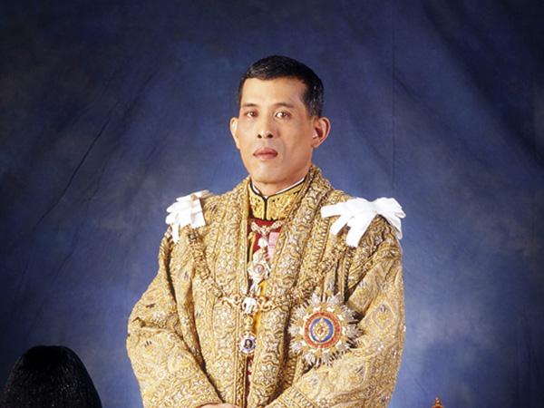 Raja Thailand Karantina Diri Bareng 20 Selir di Jerman