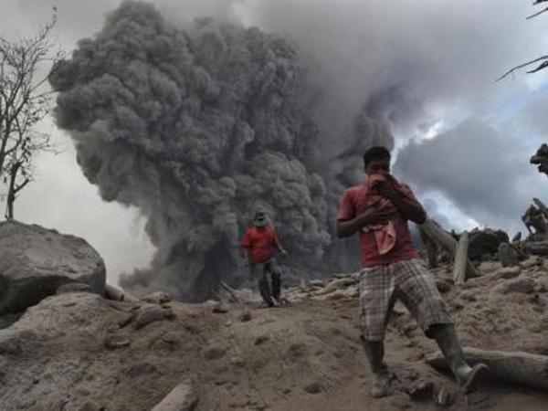Kembali Erupsi, Awan Panas Gunung Sinabung Tewaskan 3 Warga
