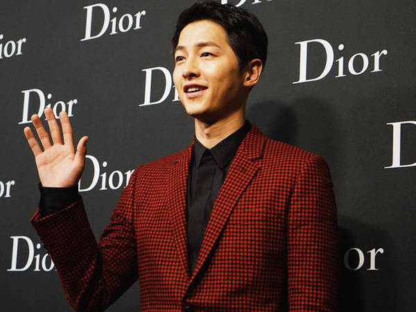 Wah, Song Joong Ki 'Tenggelam' Saat Sesi Wawancara dengan Awak Media di Hong Kong!