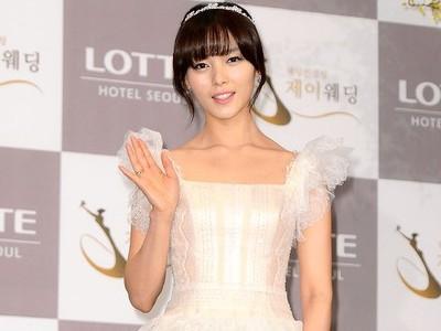 Sunye Kunjungi Kantor JYP Entertainment Bersama Sang Buah Hati