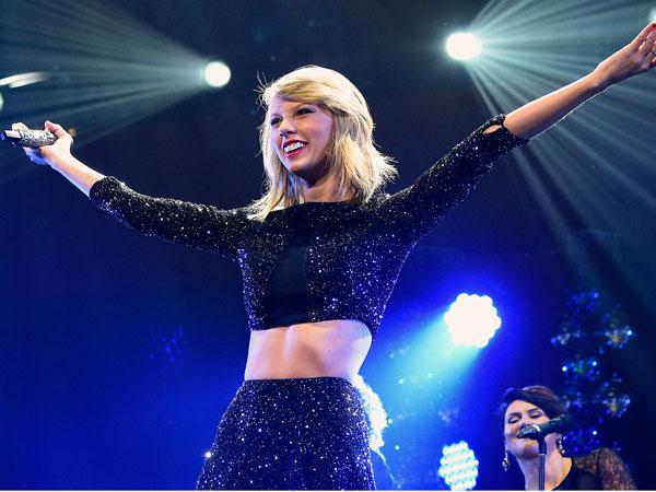 Dua Sahabat Baik Taylor Swift Beri Kejutan Spesial di Konser Tunggalnya!