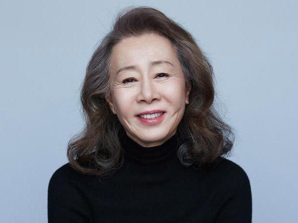 Youn Yuh Jung Terbang ke Los Angeles Hadiri Oscar 2021