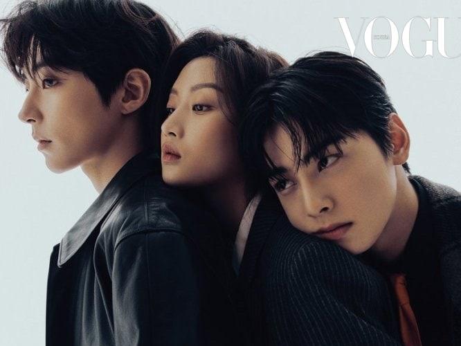 Hwang In Yeob, Moon Ga Young, dan Cha Eunwoo Saling Bersandar di Pemotretan Terbaru