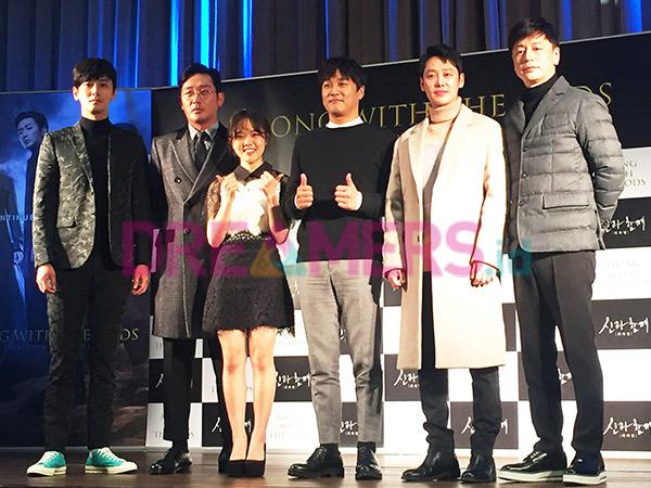Trik Para Pemain Film 'Along with the Gods' Atasi Stres Selama Proses Syuting