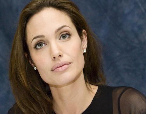 Angelina Jolie Cerita Masa Lalunya