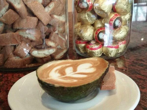 Nikmatnya Menyeruput Caffe Latte Dalam Buah Alpukat, Avolatte!
