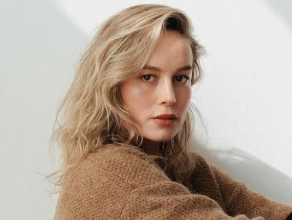 Brie Larson 'Captain Marvel' Pamer Cover Lagu Rose BLACKPINK