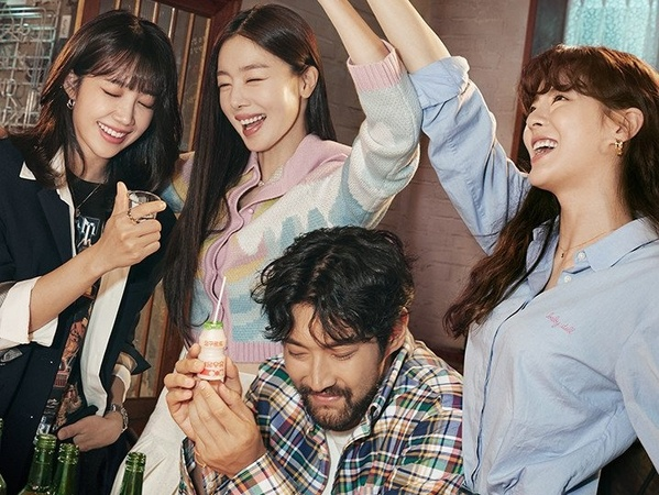 Siwon, Lee Sun Bin, Eunji dan Sunhwa Asik Minum di Poster 'Drunk City Woman'