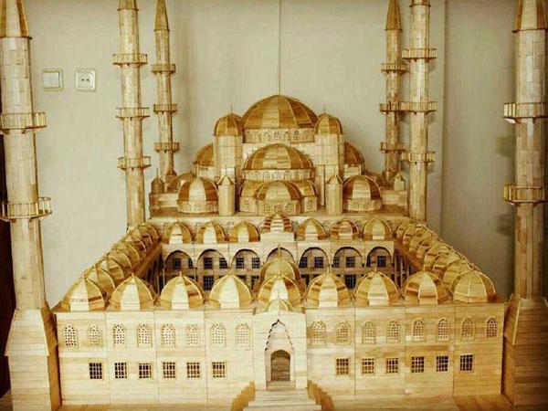 Kerennya Masjid dari Stik Es Krim Karya Pengungsi Suriah Ini!