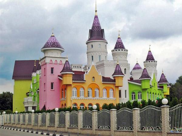 Megahnya Istana dalam Cerita Dongeng yang Benar-Benar Nyata