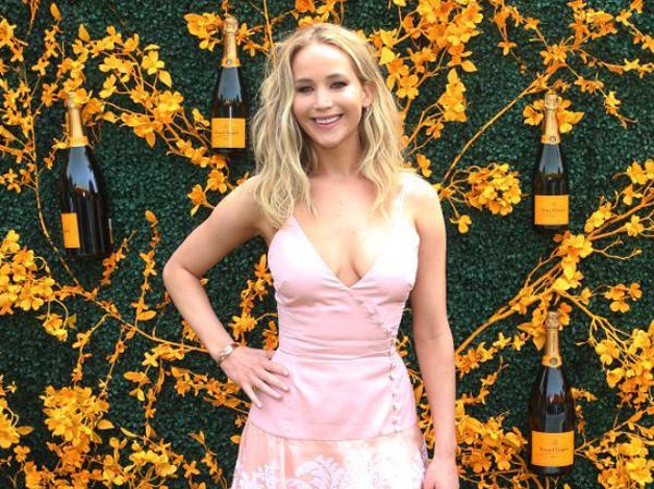 Curhat Jennifer Lawrence Saat Tak Ada Seorang pun yang Datang ke Pesta Lajangnya, Sampai Nangis!