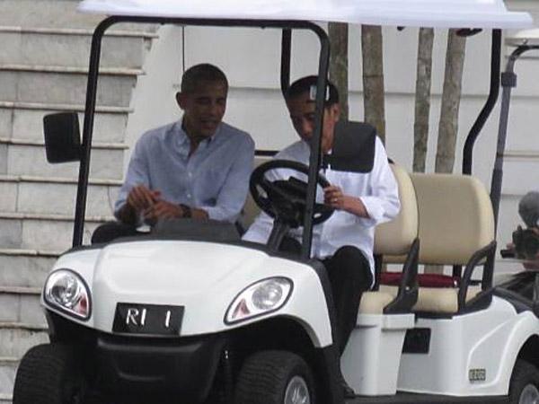 Deja Vu Raja Salman, Jokowi Sumringah Sopiri Obama di Istana Bogor