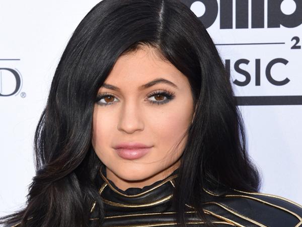 Sstt, Kylie Jenner Diam-diam Tengah Rekaman Album Debut Nyanyinya?