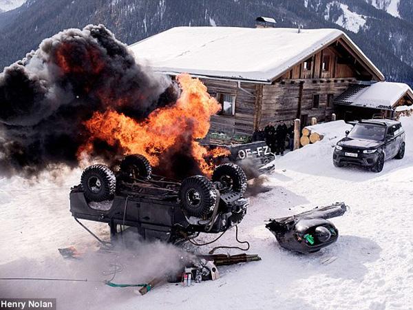 Ledakan di film James Bond 'Spectre' Pecahkan Rekor Dunia!