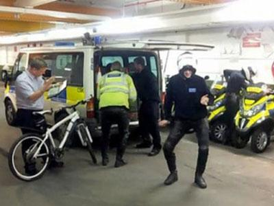 Joget Harlem Shake, Polisi Skotlandia Kena Hukuman