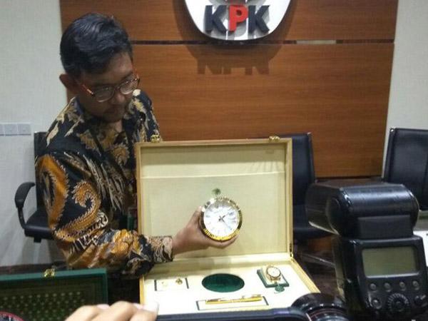 Diserahkan Ke KPK, Ternyata Rombongan Raja Salman Banyak Beri Hadiah Mewah ke Pejabat Indonesia